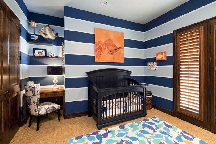 детская спальня с черной кроваткой