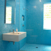 плитка для ванной комнаты голубая