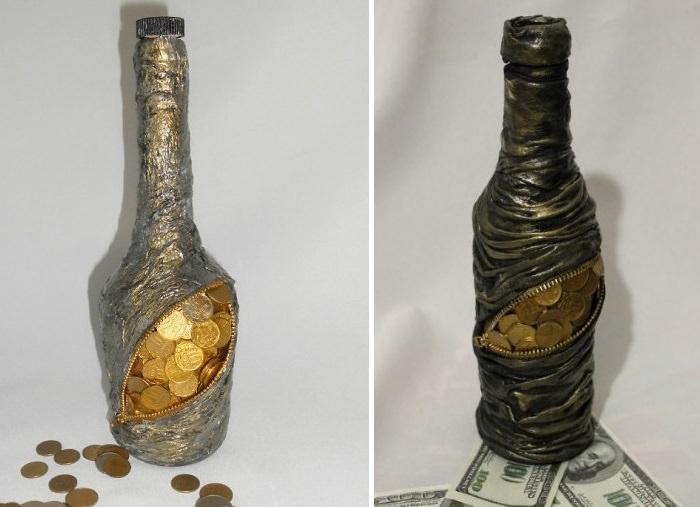 Декор бутылки алкоголя монетами в пиратском стиле
