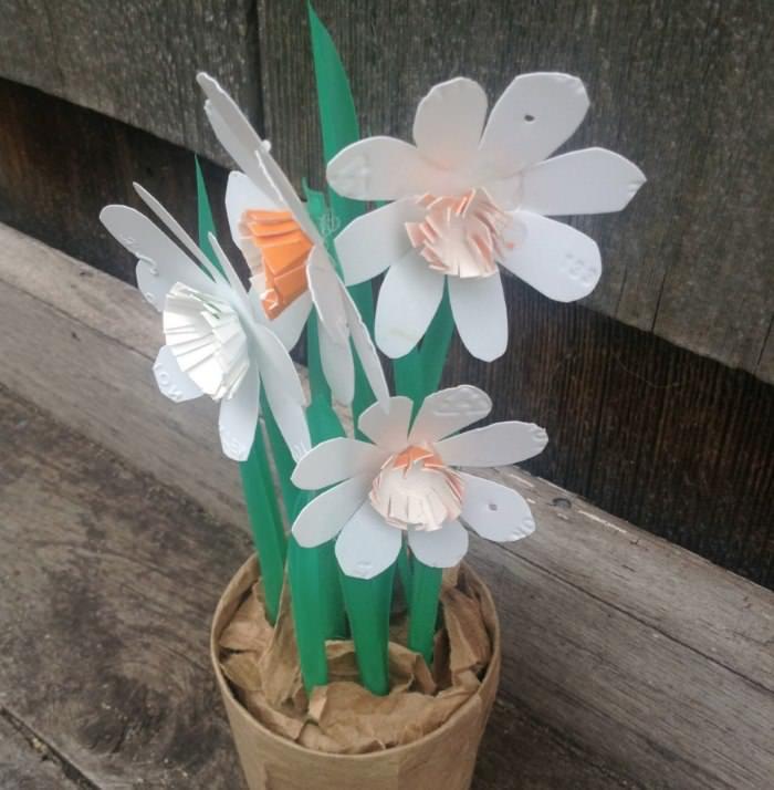 Цветы из пластика своими руками