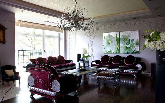 Картины с цветами в оформлении комнаты