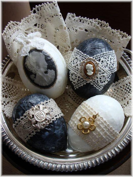 Украшения яиц кружевами для пасхального декора