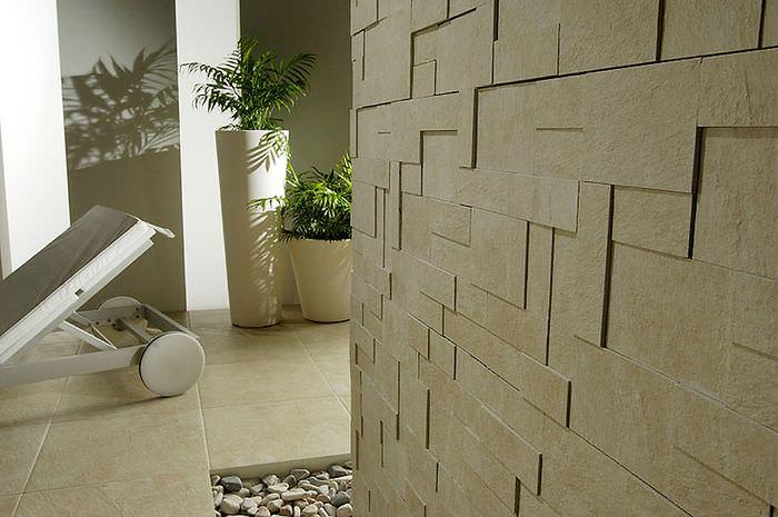 Искусственный камень в отделке стен прихожей
