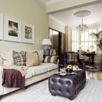 Классический стиль оформления стены над диваном