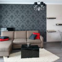 Выделение стены над диваном с помощью обоев