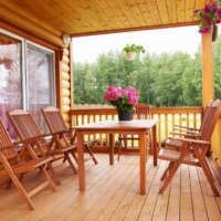 Дачная мебель из реек на открытой веранде