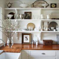 Открытые полки с кухонной утварью в стиле прованс