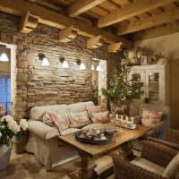 Камень и дерево в дизайне дома в стиле прованс
