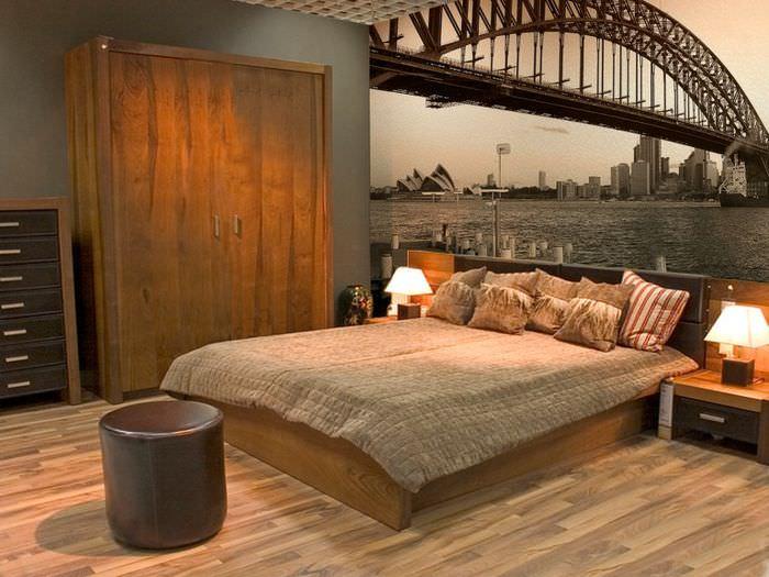 Фотообои с мостом над изголовьем супружеской спальни