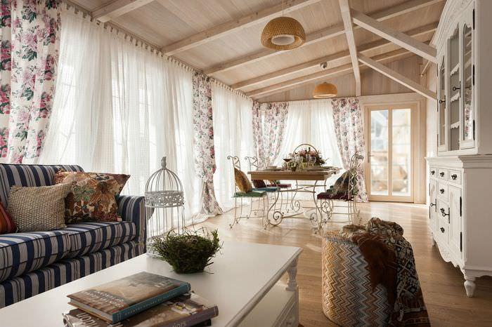 Дизайн помещения загородного дома в пастельных тонах