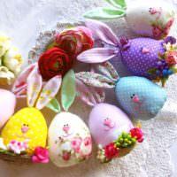 Нарядные пасхальные зайчики в форме яиц
