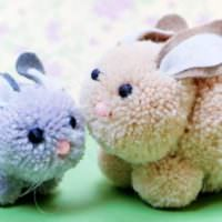 Два пасхальных кролика для интерьера гостиной