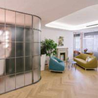 пример использования перегородки в дизайне комнаты картинка