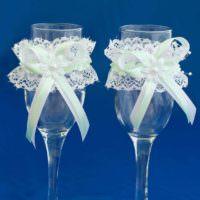 пример красивого оформления стиля свадебных бокалов картинка