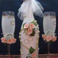 вариант необычного украшения декора свадебных бокалов фото