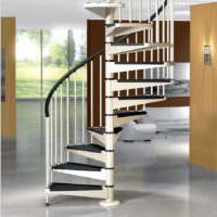 пример светлого дизайна лестницы в честном доме картинка