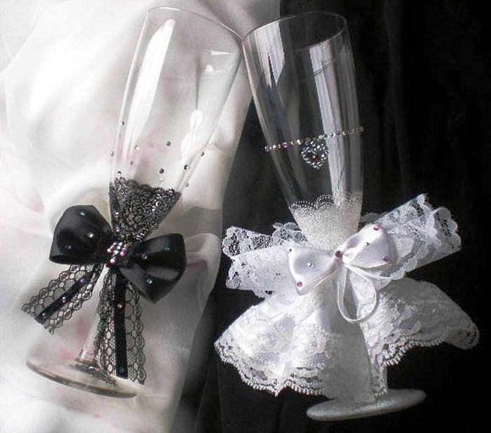 вариант красивого оформления стиля свадебных бокалов