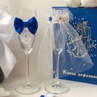 вариант красивого оформления дизайна свадебных бокалов картинка