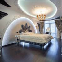 пример красивого украшения декора стен в спальне фото