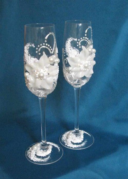 пример яркого оформления дизайна свадебных бокалов