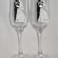 вариант красивого украшения дизайна свадебных бокалов фото