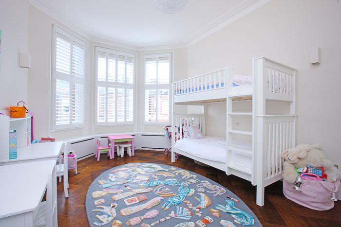 Коврик для игр на полу детской комнаты