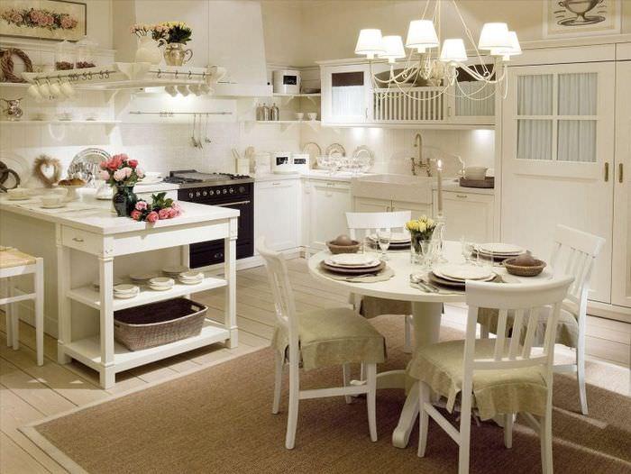 Освещение гостиной загородного дома в стиле прованс