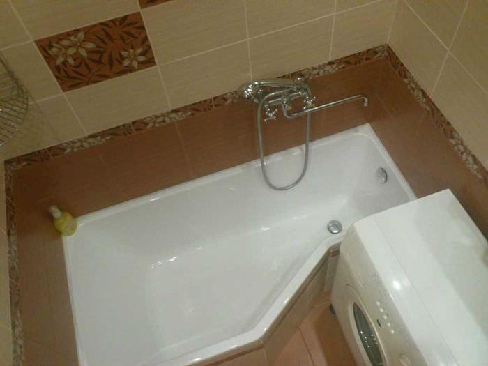 Ванна нестандартной формы в совмещенном санузле