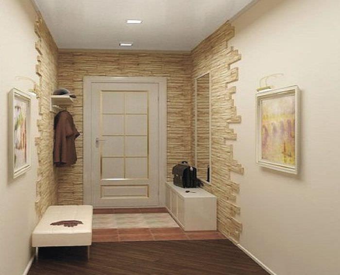 Светлый декоративный камень в отделке стен прихожей