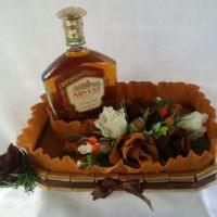 Букет в подарок мужчине с алкоголем и конфетами