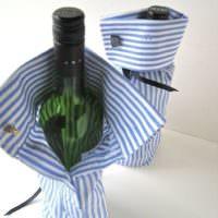 Упаковка бутылки алкоголя в рукав рубашки