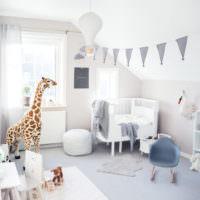 Обилие света в детской комнате с белыми стенами
