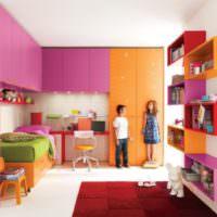 Яркий дизайн комнаты для мальчика и девочки