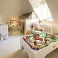 Дизайн детской комнаты с наклонными стенами