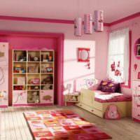 Детская комната для маленькой девочки в розовом свете