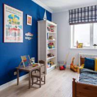 Акцент синего цвета в комнате для мальчика
