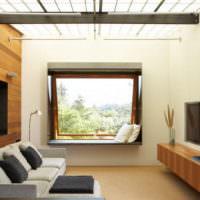 Вариант оформления окна гостиной без штор