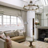 Оформление арочного окна в гостиной