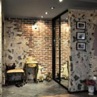 Оформление стен прихожей в стиле лофт