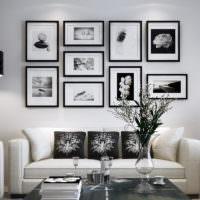 Декорирование стены над диваном картинами
