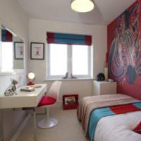 Белые стены и цветной текстиль в оформлении спальни