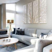 Светлый дизайн стен гостиной