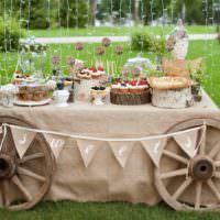 Деревенский стиль в декорировании свадебного стола