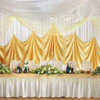 Стильное оформление свадебного стола