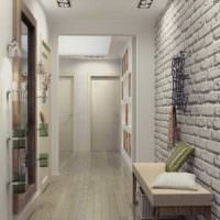 Белая прихожая с отделкой стен декоративным камнем
