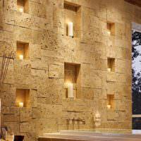 Ниши с подсветкой в каменной стене прихожей