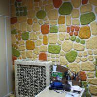 Оформление стены с помощью камня из папье-маше