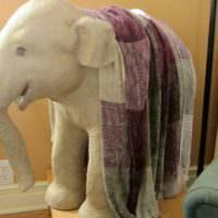 Скульптура слона, выполненного в технике папье-маше