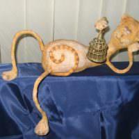 Фигурка из папье-маше для оформления интерьера