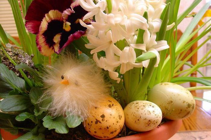Оформление цветами и растениями интерьера к Пасхе
